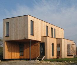 WILD architecture - Maison sur le ruisseau