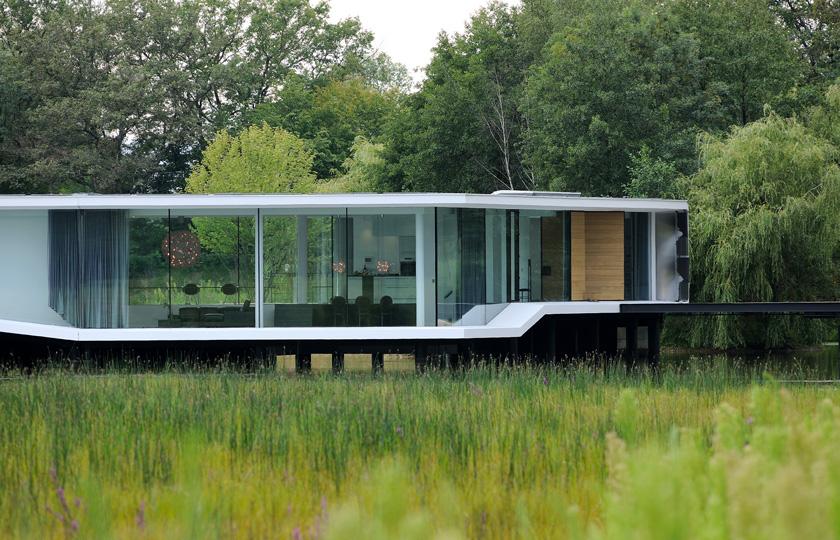 White Snake House - La maison en lévitation est reliée au terrain par une passerelle