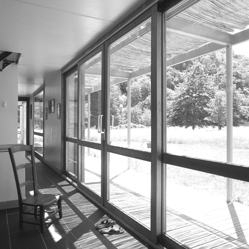 Façade vitrée au Sud en ambiance douce