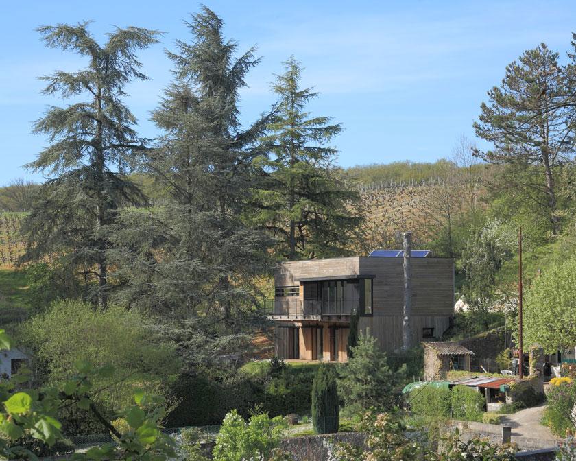 Maison MRZS - AAGB Atelier d'architecture Gilles Bertrand - Implantée dans le paysage