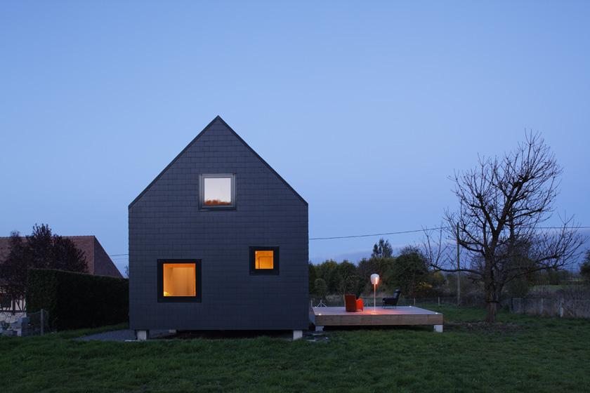 Petite maison en bois massif et ardoises lode architecture - Architecture petite maison ...