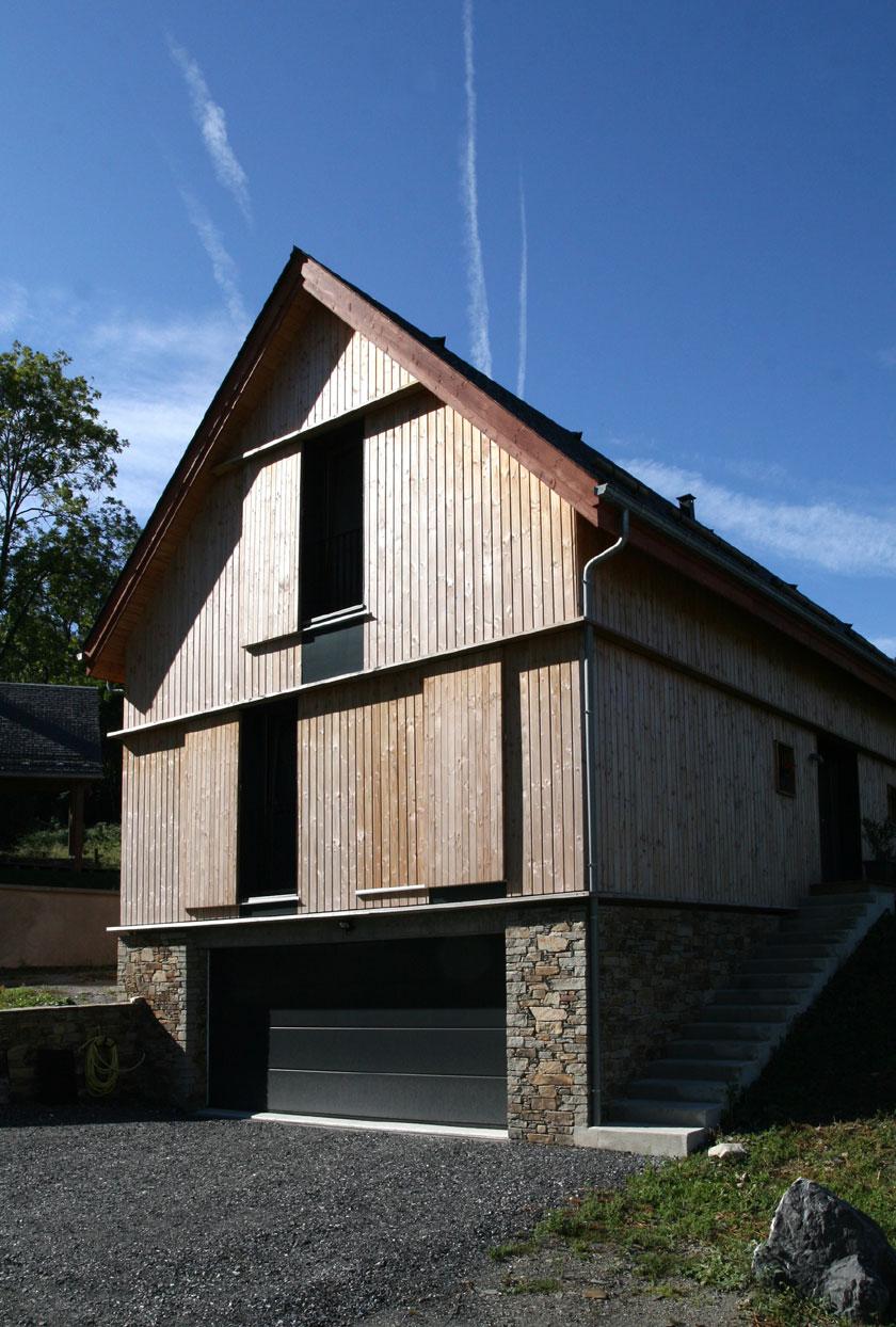maison bois inspir e de la grange traditionnelle prax. Black Bedroom Furniture Sets. Home Design Ideas
