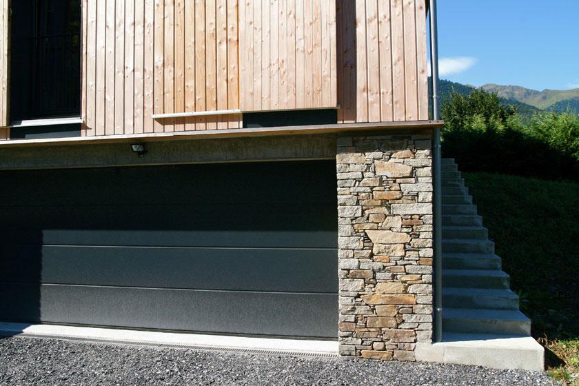 Maison B1 - Prax architectes - Détail du soubassement en pierre