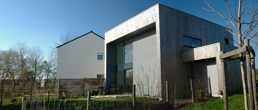 maison bois contemporaine et cologique sur un petit terrain. Black Bedroom Furniture Sets. Home Design Ideas