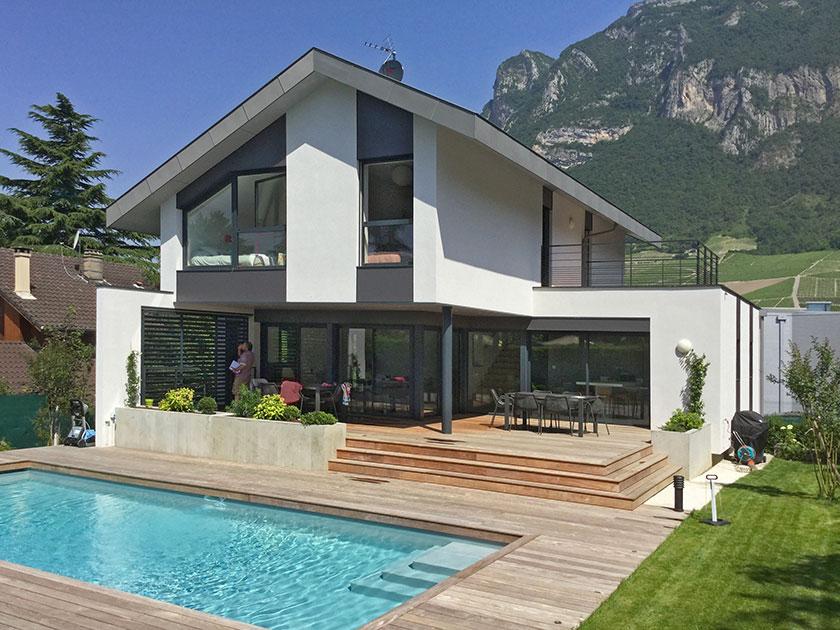 Maison d 39 architecte traditionnelle naud passajon dejos for Terrasse avec piscine contemporaine